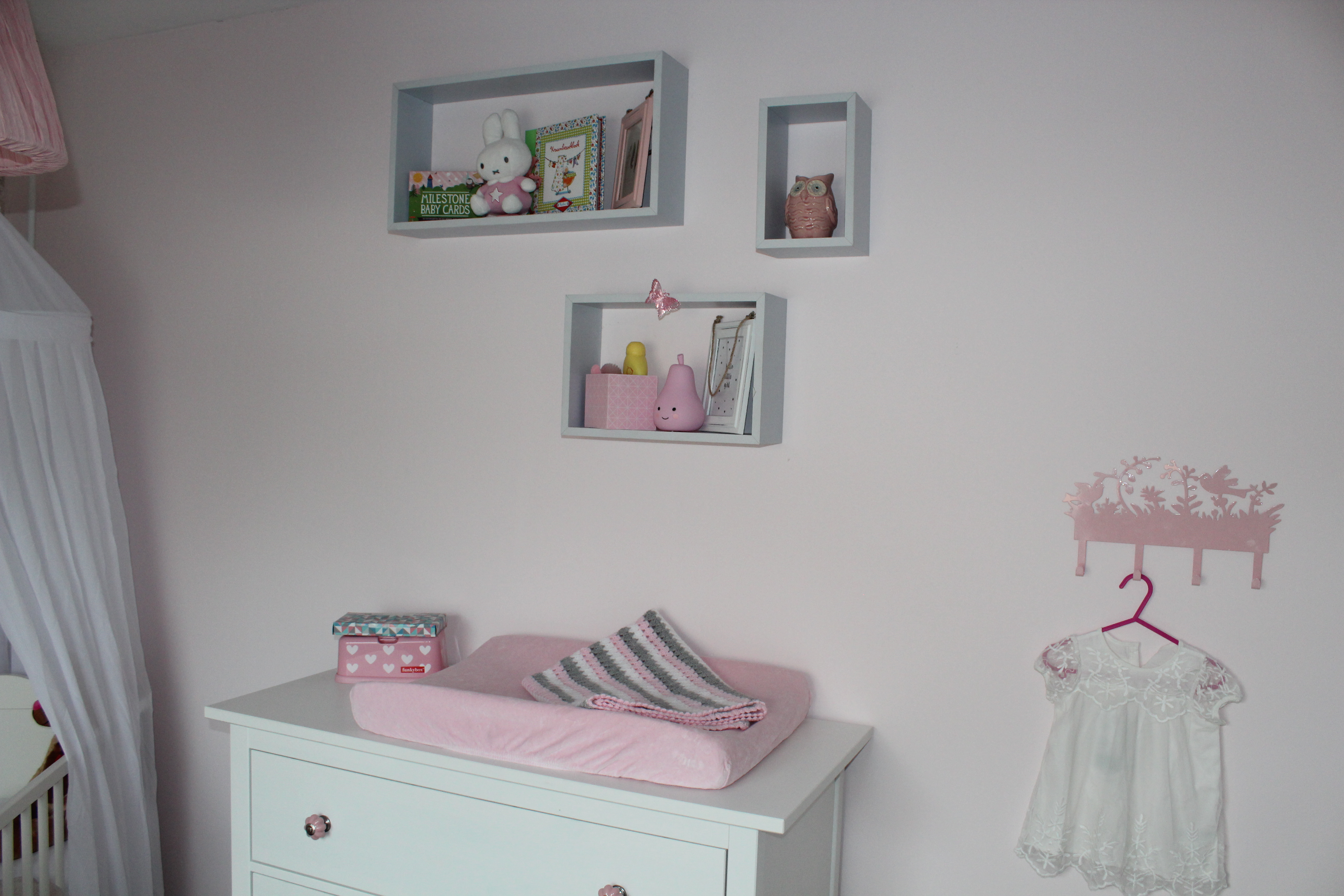 Babykamer roomtour for Muurdecoratie babykamer