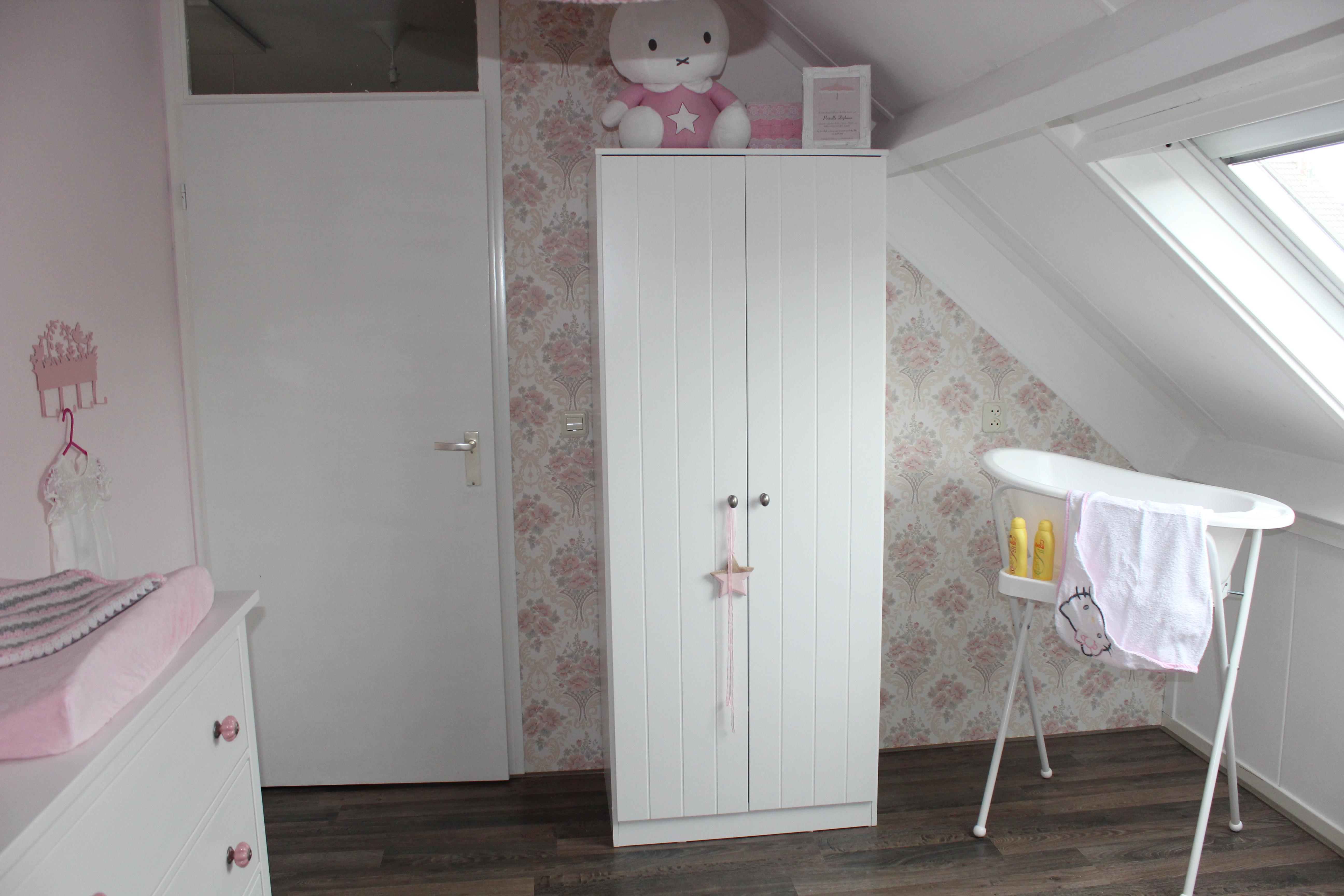 Kinderkamer ontwerp boekenkast - Kleine kledingkast ...